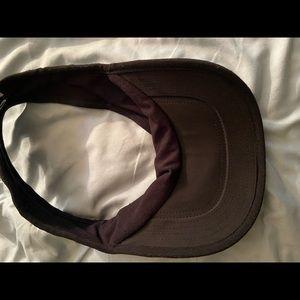 Nike Accessories - Nike fitted visor